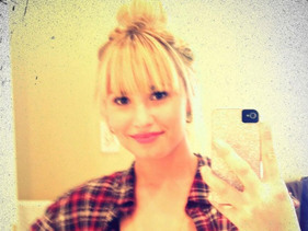 Demi Lovato Debuts New Hairdo!