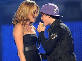 http://mtv-au.mtvnimages.com/Justin-Bieber-Miley-Cyrus281x211.jpg?height=211