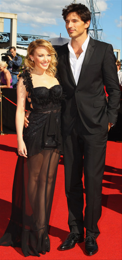 Photos | 25th ARIA Awards 2011 | Red Carpet - Kylie Minogue and Andres Velencoso.