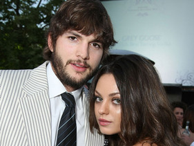 Mila Kunis And Ashton Kutcher Snapped Kissing!