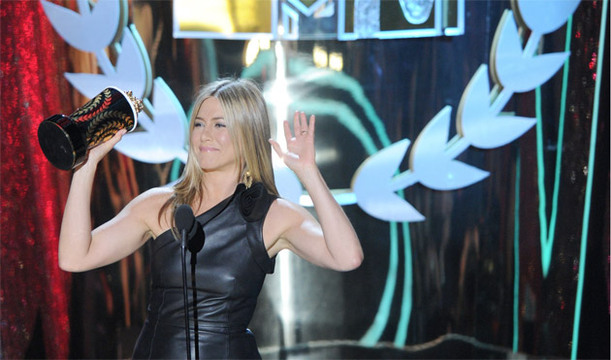 Show Photos: 2012 MTV Movie Awards - Jennifer Anniston wins 'Best On Screen Dirt Bag'!