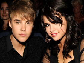 Justin Bieber Surprises Selena Gomez On Set!